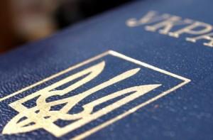 Особи яким виповнилось 16 будуть реєструватись за паспортом.