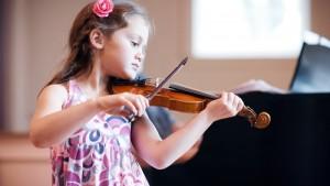 Дитина хоче грати музику і співати