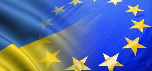 Прапори України та Євросоюзу