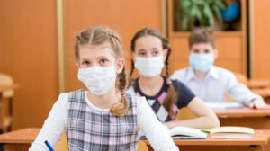 Учнів в масках