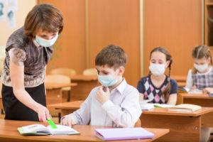 Діти в масках