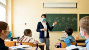 Вчитель у маці
